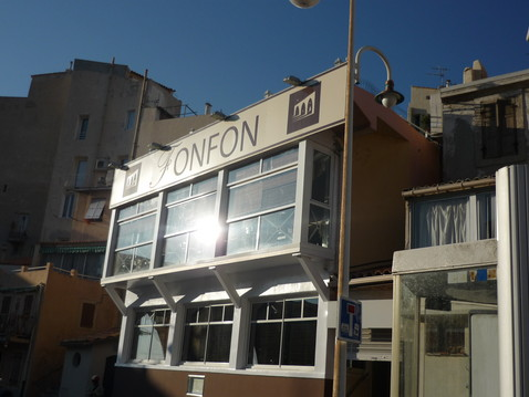 restaurant chez fonfon move in marseille. Black Bedroom Furniture Sets. Home Design Ideas